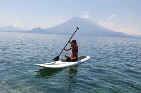 روستایی کنار دریاچه آتیتلان در گواتمالا